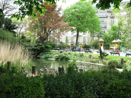 A delightful oasis in Paris, Square du Temple.